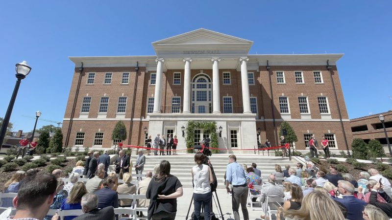 UA Culverhouse College of Business Cuts Ribbon for Hewson Hall